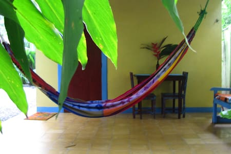 Casa Mango: AffordableTropical Home - Playa Chiquita - Huis