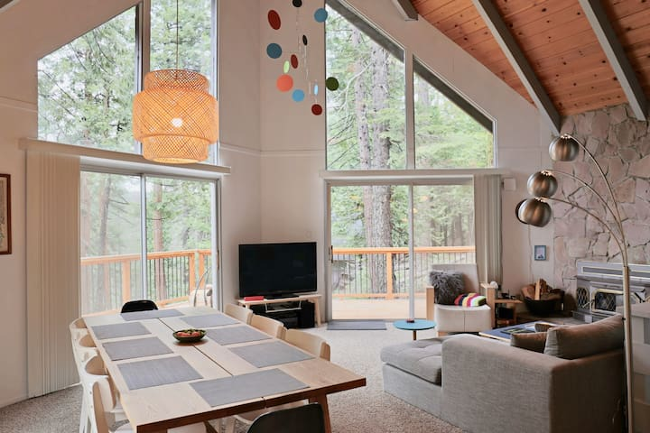 Mod Chalet: fun, cozy cabin - great design & views