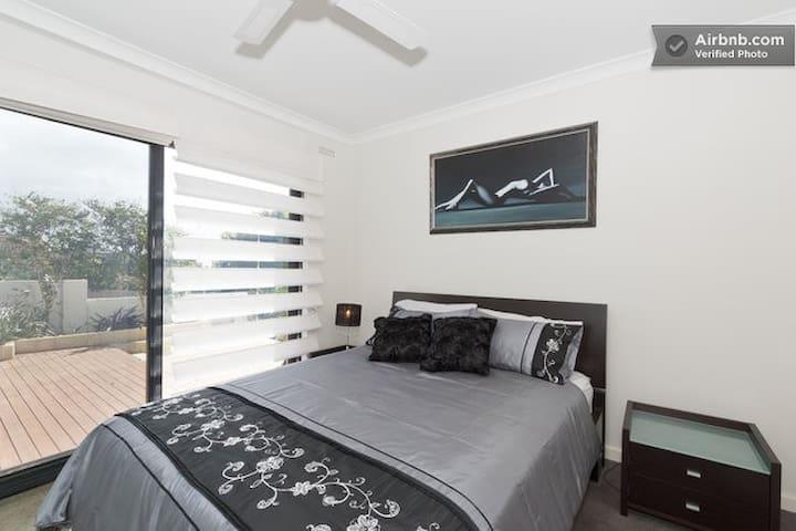 Sorrento Breeze - The Garden Room - Sorrent - Bed & Breakfast