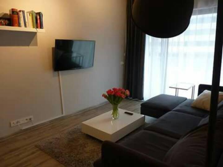 Beautiful room in luxury residence near metro
