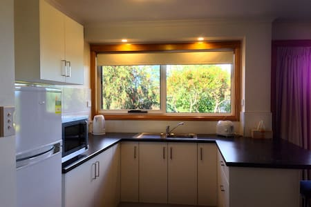Lovely Self Contained Apartment - West Launceston - Leilighet