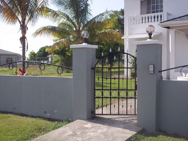 Private 1 bed chalet Ocho Rios - Tower Isle
