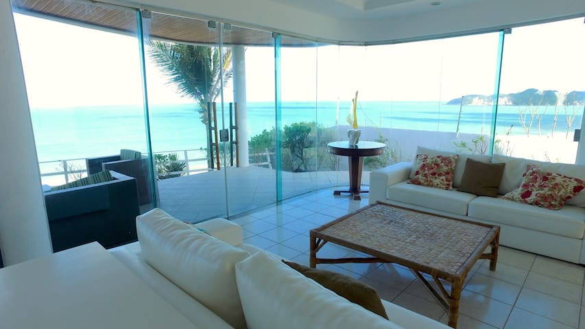 Exclusive house with spectacular view on the seafront of Ponta Negra