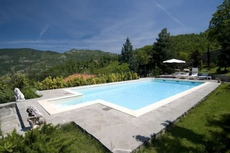 Villa con piscina  Firenze/Toscana  - Casale
