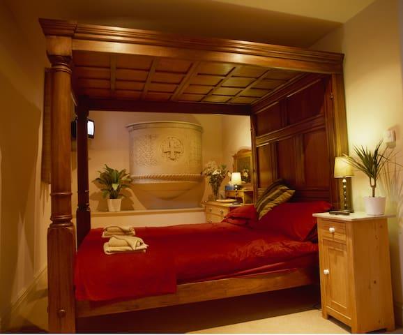 Four poster double en suite bedroom - Capel Curig - Inap sarapan