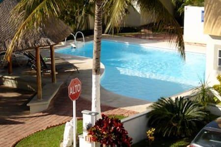 cancun, casa en privada con alberca - Cancún - Rumah
