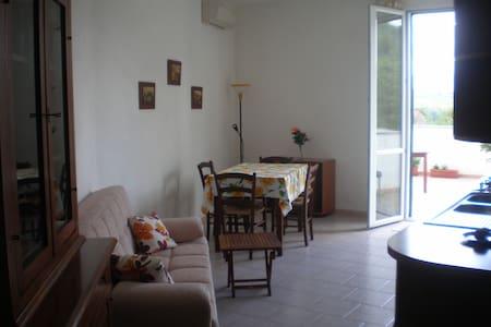 tranquillo e grazioso appartamento  - Monti - Leilighet
