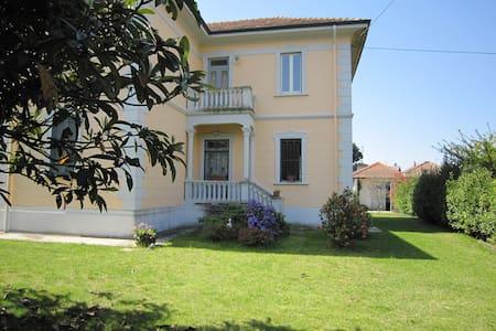 Villa su due piani a due passi Lago Maggiore - Castelletto sopra Ticino - Casa