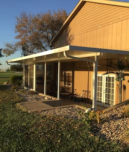 Peaceful Country Getaway minutes from I-70 - Berryton - 獨棟