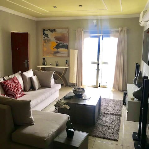 Tranquil apartment heart of Victoria island