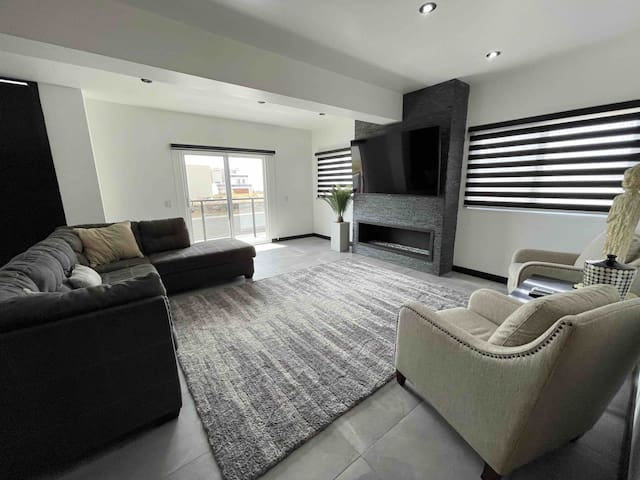 Living room, with Smart TV and fireplace