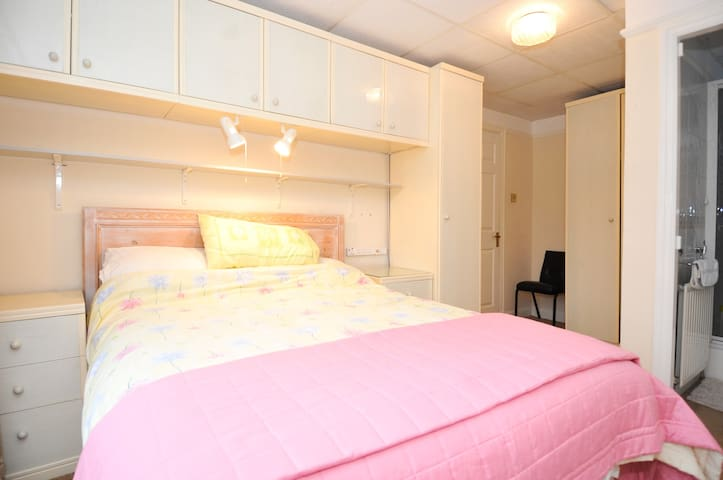 Dble en suite clse to M/Ccentre - Salford - Bed & Breakfast