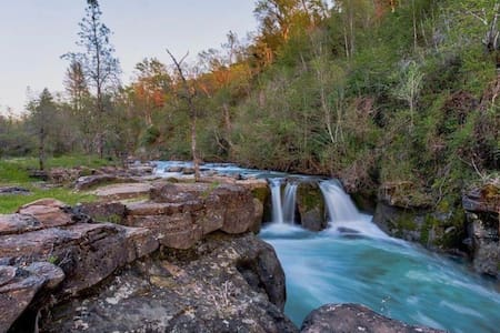 5 Star Mountain Retreat Home w/ private waterfall