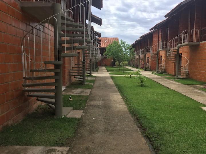 Apartamento em condomínio fechado/ 150m Praia Sapê