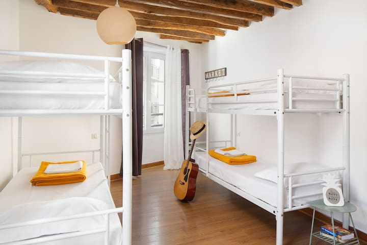 Bed in a 4 bed Dormitory in hostel at the foot of the Montmartre stairs