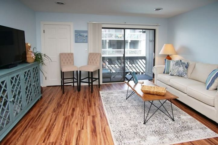 Shipwatch Pointe I H235, Beautifully Decorated 1 BR Condo with an Outdoor Swimming Pool