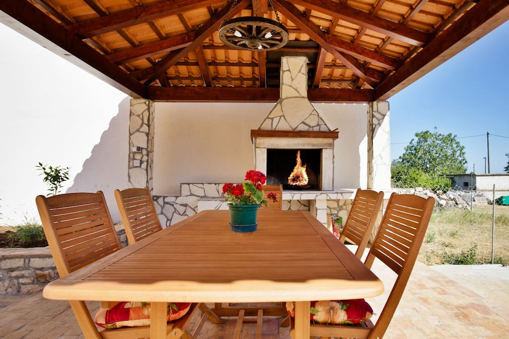 Covered grill terrace ideal for morning coffee and breakfast or dinning Istian delicacies