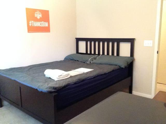 Memory Foam Bed (Close to IAH)
