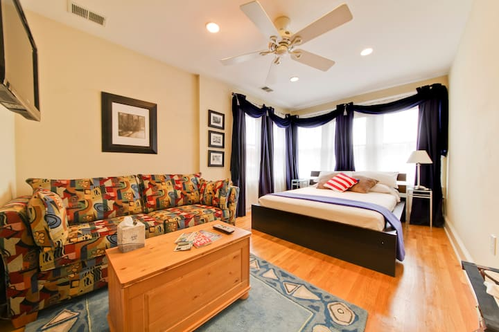Spacious master suite in Dupont! - Washington - Casa
