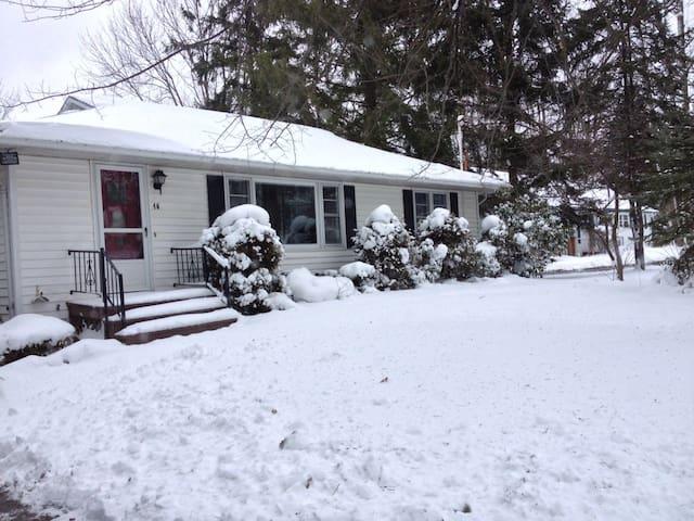 Little House in Lakewood Near Chaut