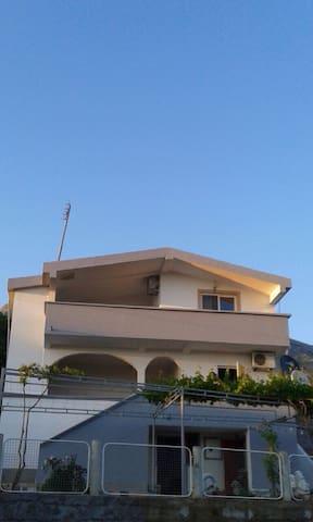 Mervan Erovic - Dobra Voda - House