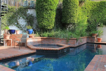 90210 Mansion Among Hollywood Stars - Beverly Hills - House