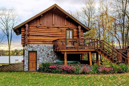 A Private Log Cabin on the Lake!