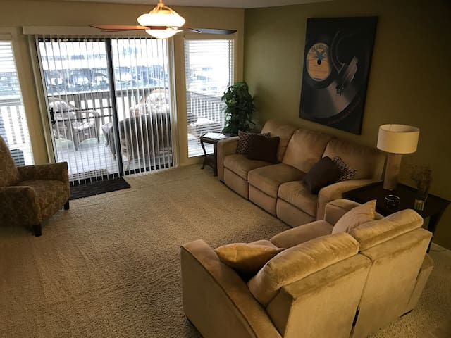 Modern 2 Bedroom Condo at Lake of the Ozarks - Lake Ozark - Appartement en résidence