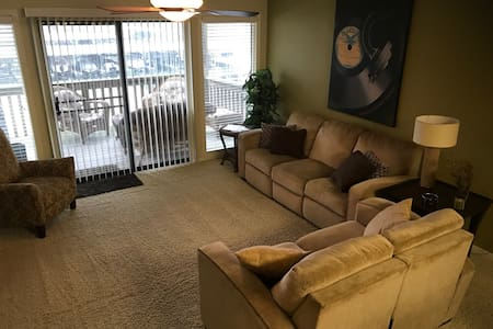 Modern 2 Bedroom Condo at Lake of the Ozarks - Lake Ozark - Lyxvåning