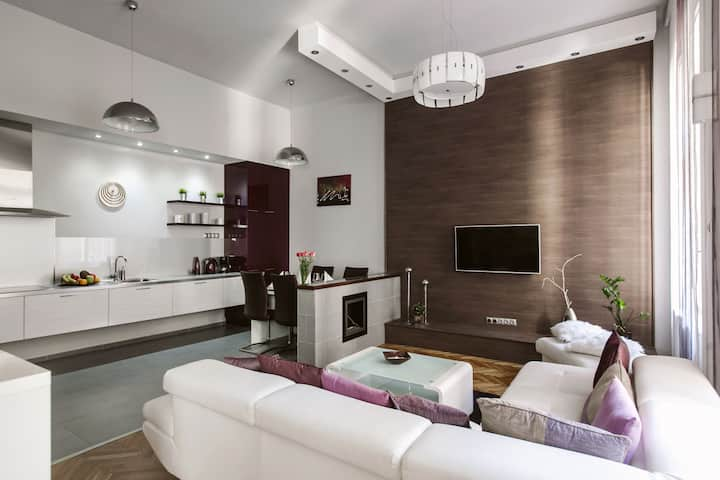 Lovely purplish apartment in the heart of the city