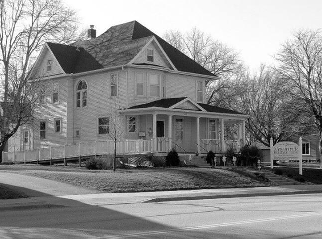 WS Davis Mansion - Stewartville Heritage House