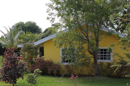 Little Cottage 2 mins from beach! - Talo
