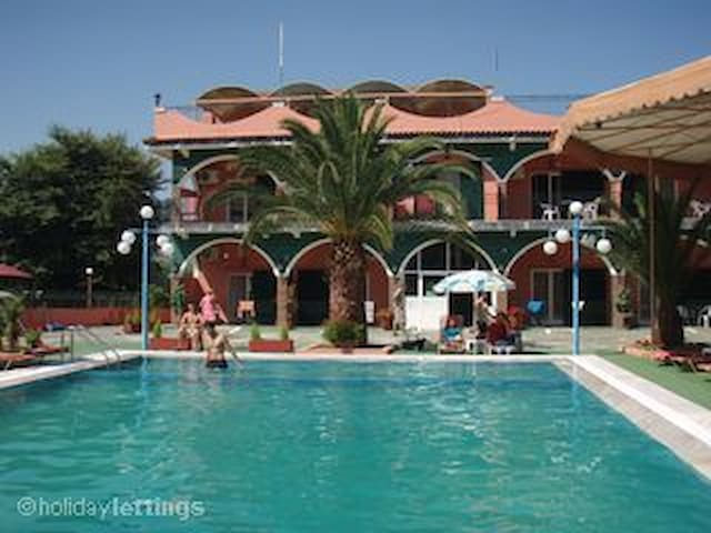 Quiet Holiday, for 10-12p, POOL, & Free Pick-up - Agios Ioannis - Appartement