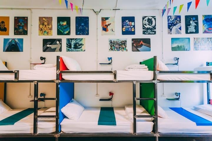 8 bed dorm @ party hostel - KulturhausHostel