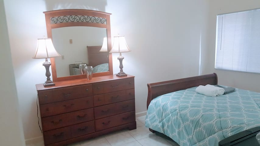 Private bed/bath/pool near UCSD