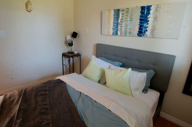 Queen Bedroom2