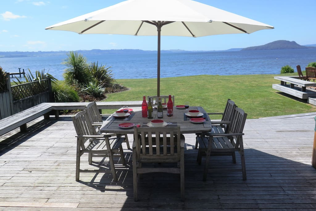 Waikuta Lakeside Lodge accommodates up to 12 guests in 6 bedrooms on the shores of Lake Rotorua.