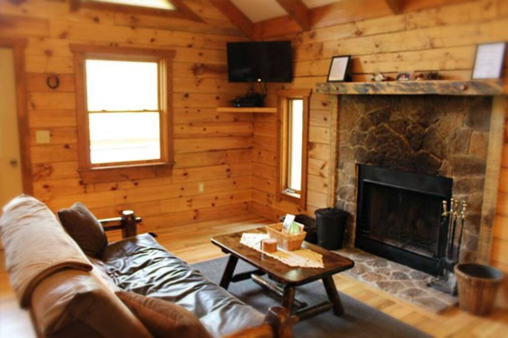 Romance ridge cabins for rent in stanardsville virginia for Charlottesville cabin rentals hot tub