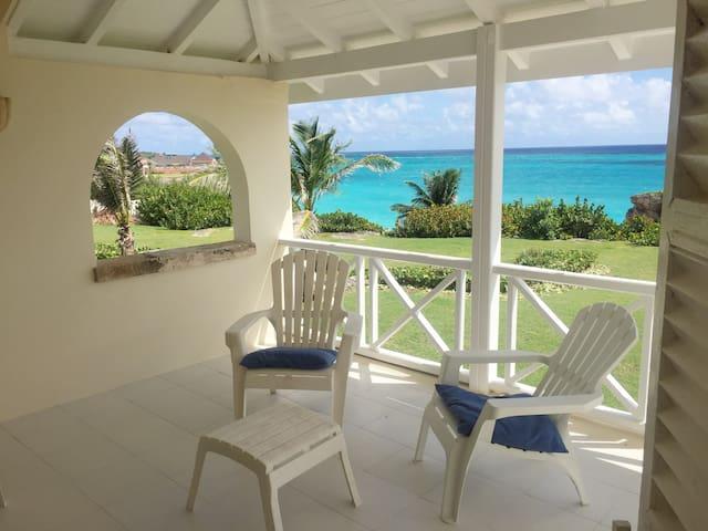 Private beach, pool, tennis court - Crane Beach