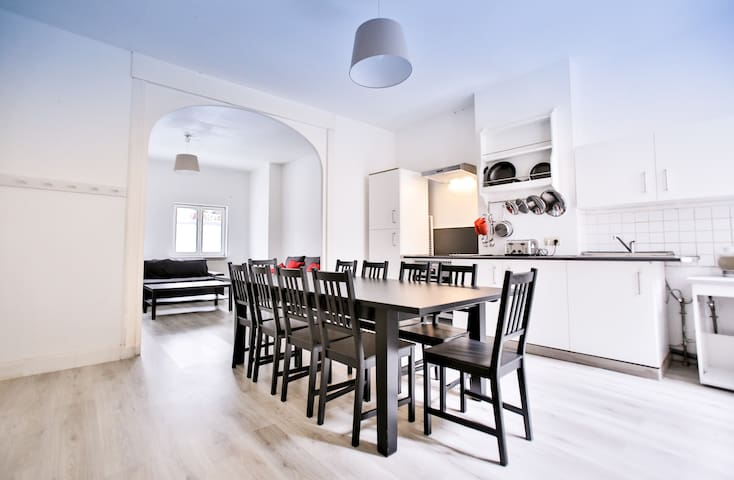 Large apartment city center ideal group & family