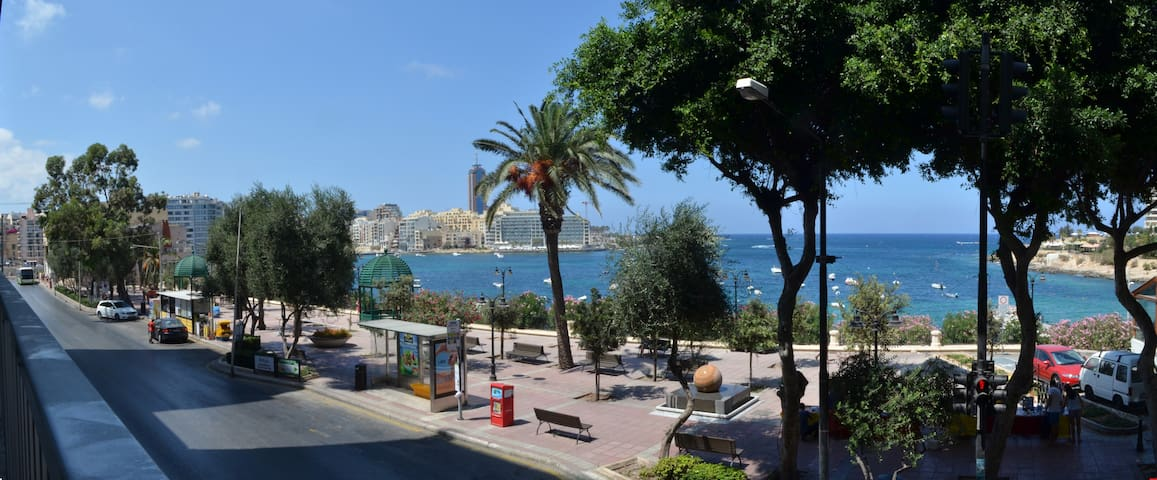 Seafront apartment (available from May 2017) - Sliema - Apartment