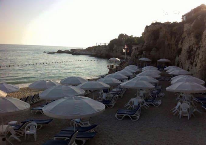 The beach retreat, amazing sunset seanaries, soft pebbles