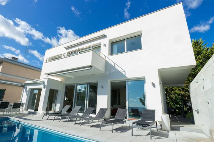 Cool &Modern Villa Giovanna with A/C and Sea Views