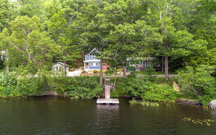 Cozy + Cute Maine Cottage w/dock. Ski, Swim, Hike!