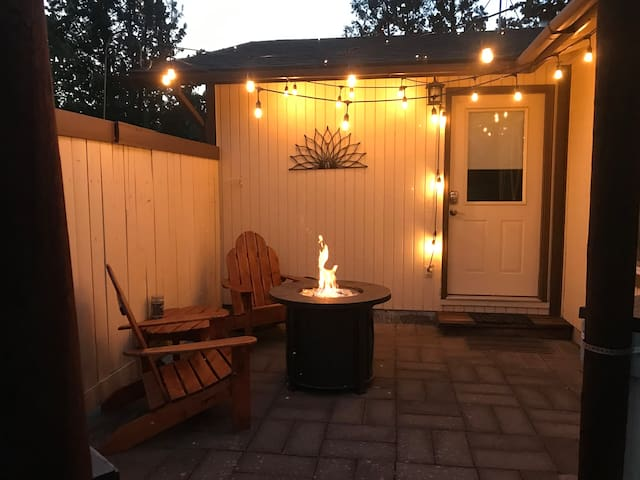 Cozy and Quiet - Private Entry & Patio WiFi/TV