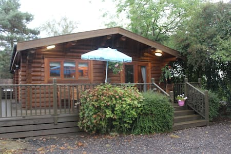 Wentworth - self-catering log cabin with hot tub - Suffolk - Almhütte