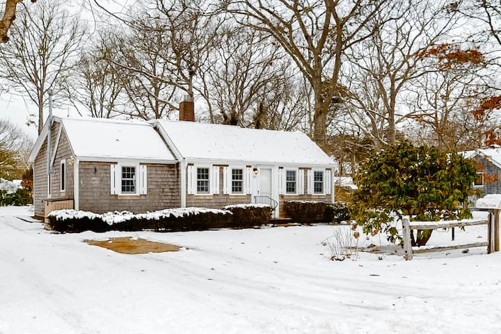 Single Level Home with High-Speed WiFi and Private Washer/Dryer - Dogs Welcome
