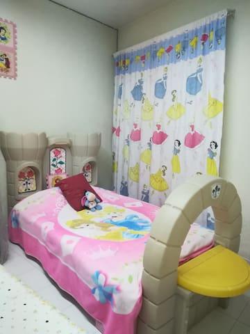 cama individual de castillo para pequeños