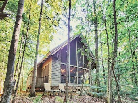 Updated Cozy Cottage Above Brickyard Creek