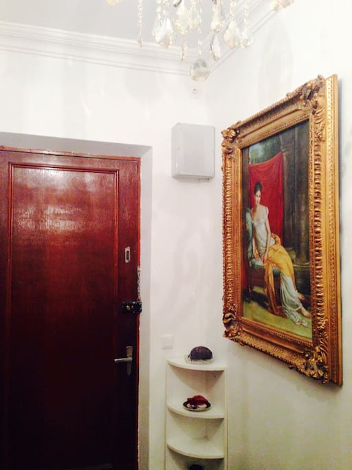 Front Entrance. There are 2 large, old paintings in the hallway which give the apartment a real home feel, and not at all like student accommodation.